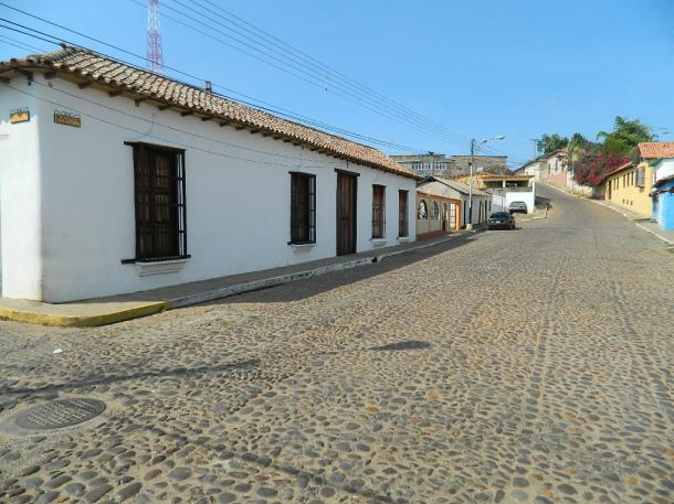 Clarines conserva un casco central con calles de piedras y construcciones de casas de arquitectura colonial en 17 hectáreas